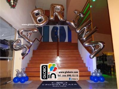Arco de globos con letras de helio