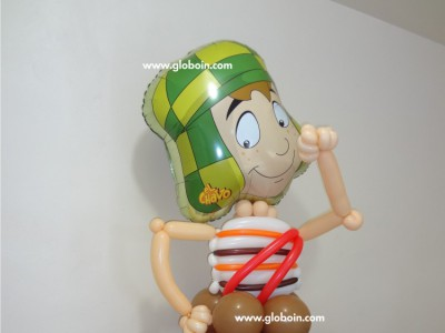 Figura del Chavo del 8 con globos