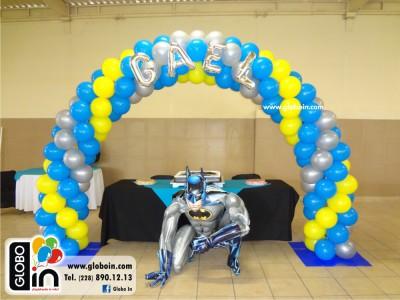 Arco de globos de Batman con letras