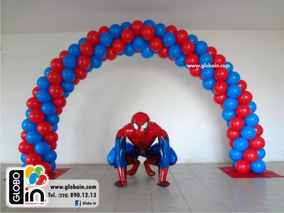 Arco de globos de Spiderman