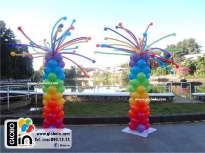 Columna de globos de colores