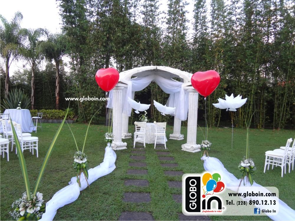 Decoracion con globos para bodas cheap un adorno central for Arreglos con globos para boda en jardin