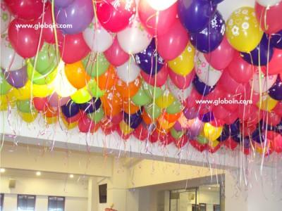 Globos con helio en el techo